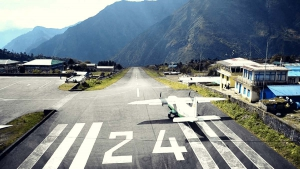 nepal himalaje lukla lotnisko samolot gory