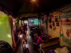 tajlandia bangkok grasshoppers adventures nocna wycieczka rowerowa uliczki kino liverpool