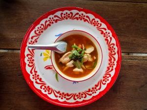 tajlandia chiang mai thai farm cooking school nauka gotowania farma stanowisko zupa tom yam z kurczakiem