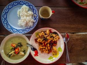 tajlandia chiang mai thai farm cooking school nauka gotowania kurczak z orzechami nerkowca