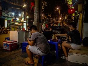 wietnam vietnam hanoi jedzenie na ulicy