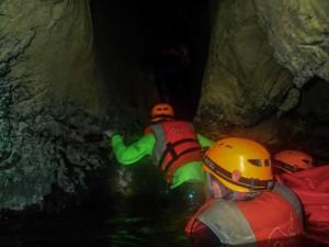 wietnam vietnam tu lan caves jaskinia tu lan phong nha ke bang oxalis rzeka