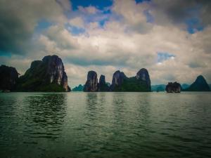wietnam vietnam zatoka ha long skały