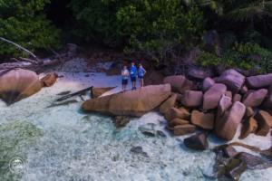 seszele seychelles la digue dron drone skaly w wodzie daleko od domu